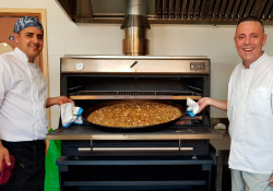 A great paella is not a problem for a Pira Charcoal Oven 120 SD